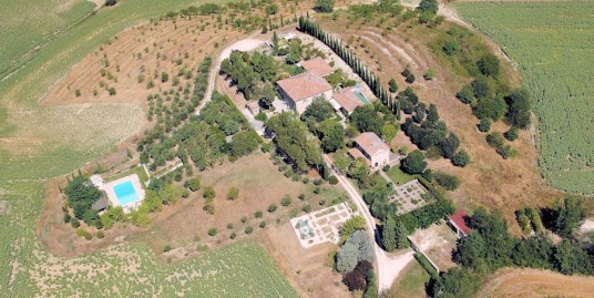 Superb classical estate in Umbria