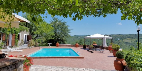Extensive agriturismo with stunning pool area