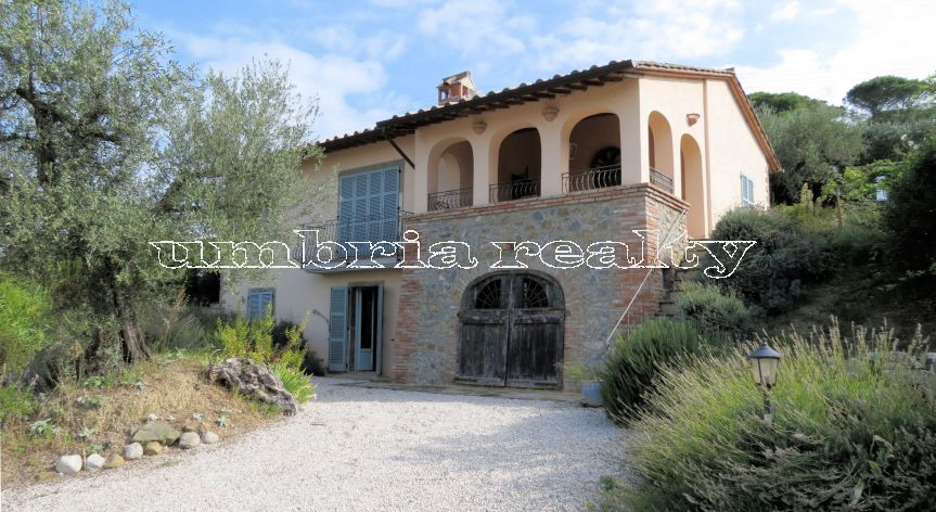 Villa overlooking Lake Trasimeno
